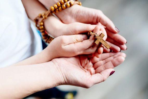 Le Pape nous invite à prier le chapelet avec lui
